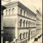 A-Keleti-Kereskedelmi-Akadémia-épülete-az-1910-es-években-az-Esterházy-ma-Puskin-utca-1b-alatt.jpg