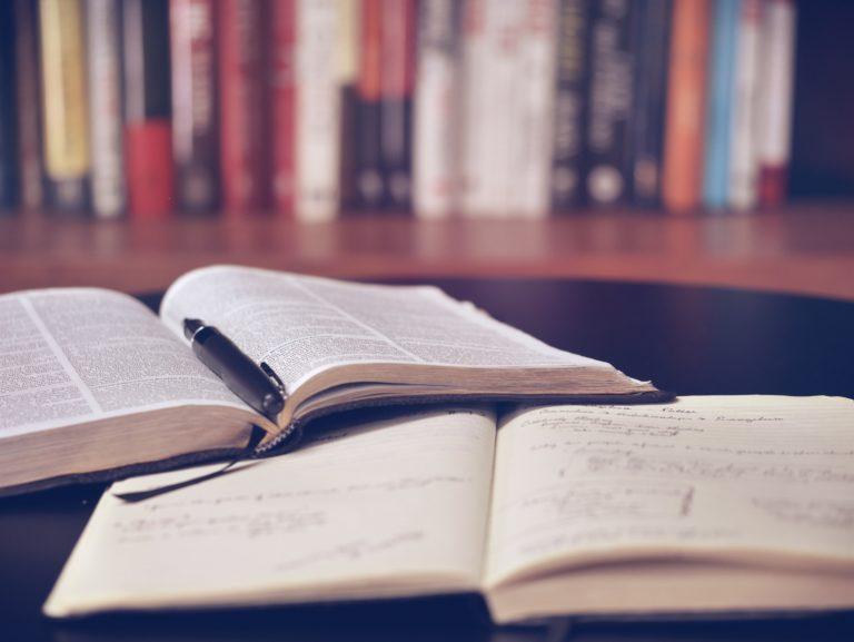 könyv, könyvtár, olvasás