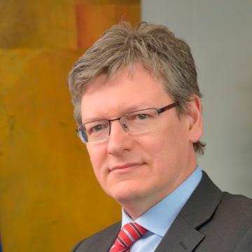 Dr. Andor László