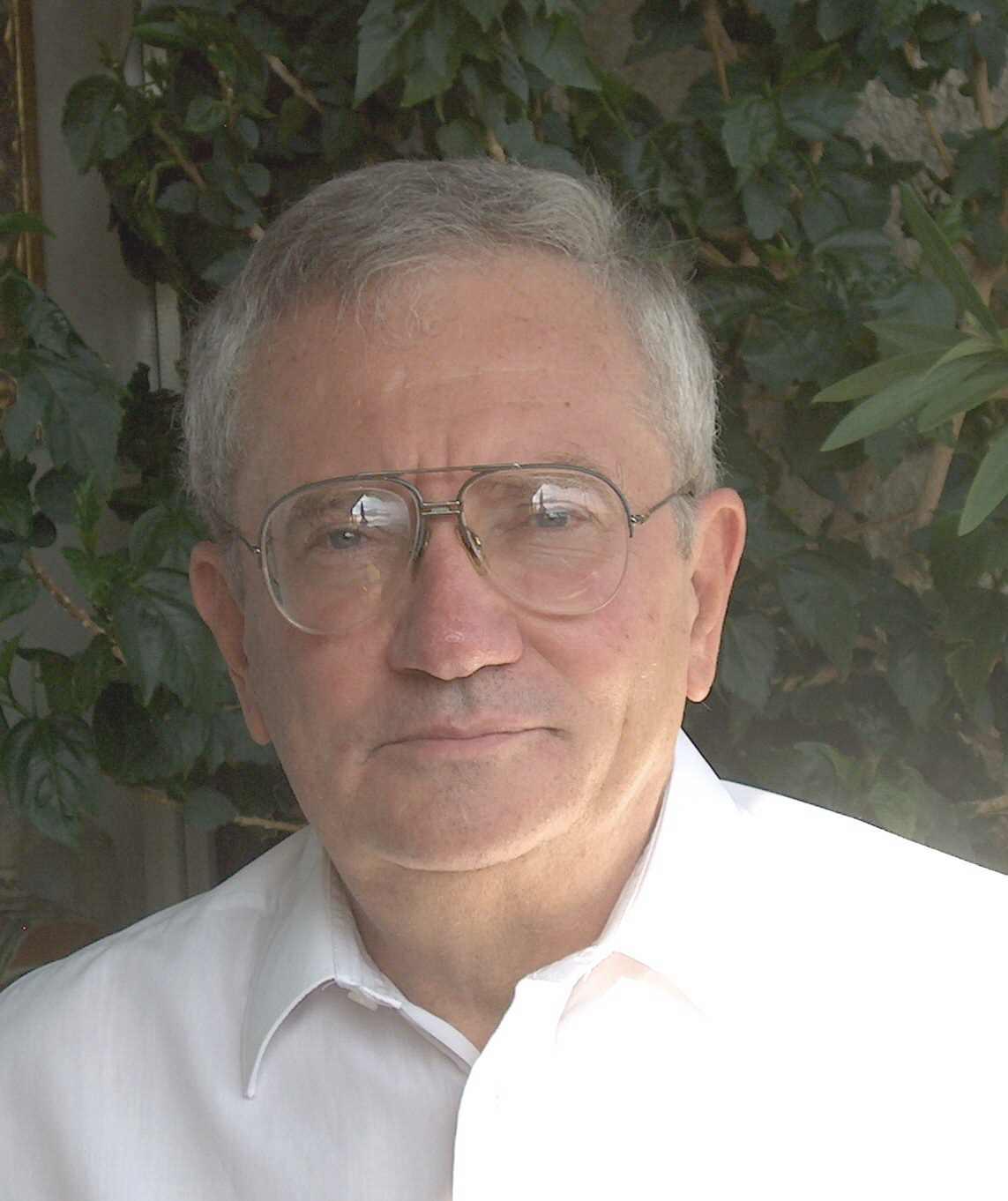 Dr. Cser László