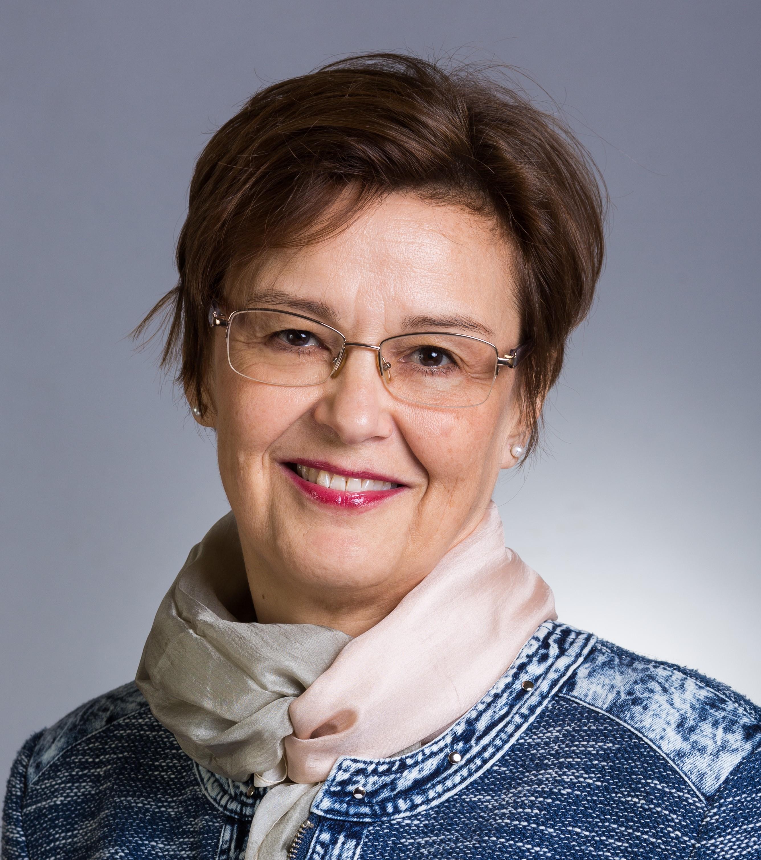 Dr. Czakó Erzsébet
