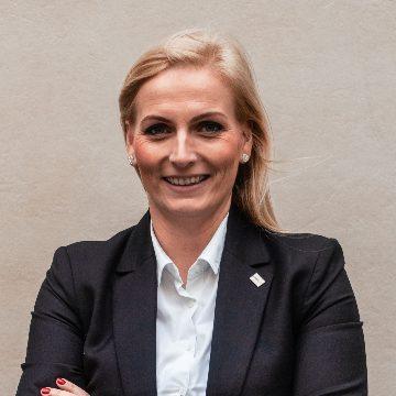 Dr. Máté Tünde